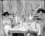 Recreation - picnic - group in wooded area