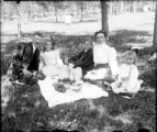 Recreation - picnic - family group