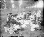 Recreation - picnic - group in park