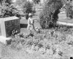 Child at Leonard K. Knapp's gravesite