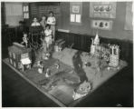 Mitchell School students with a model of New Amsterdam