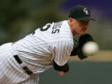 MAP378  Colorado Rockies starting pitcher Jason Jennings delivers to an Arizona Diamondbacks...