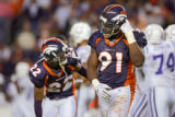 (MAP987)The Denver Broncos Ebenezer Ekuban (#91, DE) and Domonique Foxworth (#22, CB) leave the...