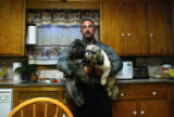 (NYT22) BEACON, N.Y. -- Nov. 17, 2006 -- NO-GRUNT-GYMS -- Albert Argibay, a bodybuilder and state...