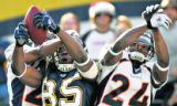 BG0272 In the first quarter, Denver Broncos Champ Bailey, right, can't stop San Diego Chargers...