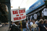 (NYT52) NEW YORK -- May 24, 2007 -- BBA-FANS-BAGS -- Ivery Black letting Yankees fans know about...