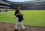[ES0496] Colorado Rockies first basemen Todd Helton makes his way around the ball park handing out...