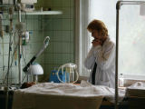 NYT7 -  (NYT7) MOSCOW -- Sept. 7, 2004 -- RUSSIA-TERROR-2 -- A mother by her child's bedside in...