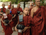 (NYT61) MANDALAY, Myanmar -- Oct. 23, 2007 -- MYANMAR-MONKS-3 -- Monks from the Mahaganandhayon...