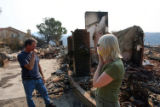(NYT31) POWAY, Calif. -- Oct. 25, 2007 -- CALIF-FIRE-3 -- Sandy and Perry DeLong taking a glimpse...