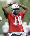 ** SPECIAL FOR THE ROCKY MOUNTAIN NEWS ** Tennessee Titans quarterback Vince Young watches his...