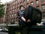 (NYT64) NEW YORK -- June 20, 2007 -- SCAVENGER-SUBCULTURE-2 -- A man lifting a discarded...