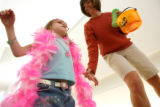 MJM627  Visually impaired, Skyla Walsh, 4, gets a helping hand from, Paula Stallman (cq), who is a...