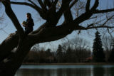 MJM101  Enjoying a day off from work, Jennifer Gilbert (cq), 26, reads The Namesake in a tree...