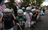 (DENVER, COLO., SEPTEMBER 29, 2004) -  Kids from the the Eagles youth football team line the...