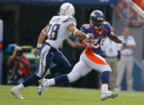 DM0086  Denver Broncos running back Selvin Young #35 runs to the outside past San Diego Chargers...