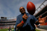 DM0036  Former Denver Broncos running back Floyd Little on the sidelines prior to the Denver...