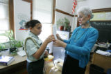 (Denver shot on 4/21/05) English language acquisition teacher Roanne Ross (CQ-Roanne Ross) helps...