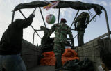 NYT30 - (NYT30) BANDA ACEH, Indonesia -- Jan. 19, 2005 -- TSUNAMI-TOLL -- Indonesian soldiers...