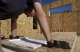 (Boulder, Colo., November 5, 2004) HGTV DREAM HOUSE PROJECT.   Christopher Herr helps with the...