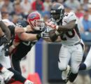 JOE295 - Denver Broncos Travis Henry runs past Buffalo Bills Kyle Williams, #95, in the first...