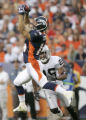 0474 Denver Broncos wide reciever Brandon Stokley gabs a catch for first down with Oakland Raiders...