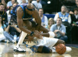 0093 Dallas Mavericks center Erick Dampier (25) wrestles Denver Nuggets center Nene Hilario (31)...