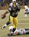 PAMD129 - Pittsburgh Steelers running back Willie Parker (39) breaks a tackle by San Diego...