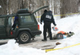 Heather Rousseau/Aspen Daily News FBI agents and Grand Junction Bomb Squad members search Jim...