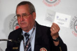 (CHERRY HILLS, Colo., May 16, 2005) Tom Meeks, sr. director rules & competition, USGA, hold up...