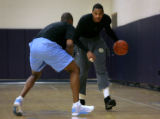 (PG17039) The Nuggets' Carmelo Anthony practices on Thursday, January 29, 2009 with assistant...