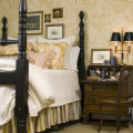 SH08A219HOMESTYLE Jan. 28, 2008 -- By carefully selecting luxurious linens, fine furnishings and...