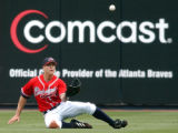 SPT/BRAVES PHILLIES--Atlanta Braves left fielder Kelly Johnson zeros in on a fly ball from...