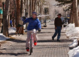 (ASPEN, Colo., March 7, 2005)  Charlie Tarver (cq), from Aspen, heads down Cooper Ave. toward ...