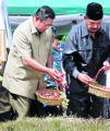 JAK104 - Indonesia's President Susilo Bambang Yudhoyono, left, and  acting Governor of Aceh Azwar...