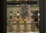 (NYT1) NEW YORK -- Dec. 20, 2005 -- NY-TRANSIT-STRIKE-1 -- A sign is posted at an entrance to the...